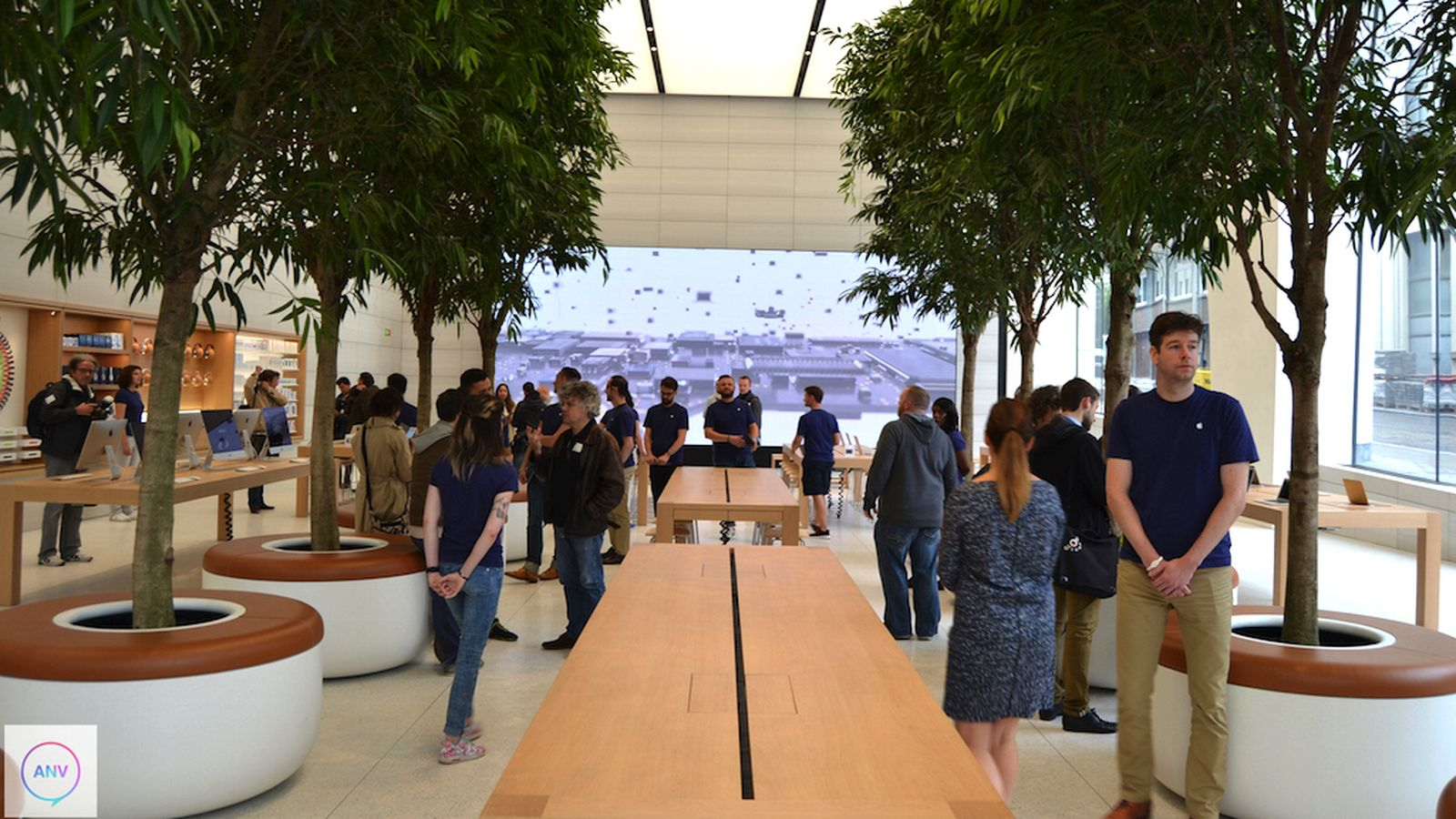 ive-apple-store-0-0